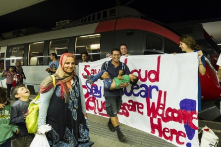 A banner is held up by a group welcoming refugees arriving from Syria and Afghanistan at Vienna Railway Station Where They plan to stay overnight en route to Germany. Photo by Martin Juen. Copyright Demotix