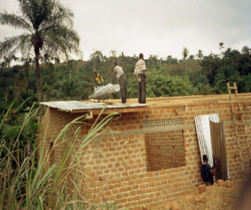 1999 Building work on the Hospital in Lukala